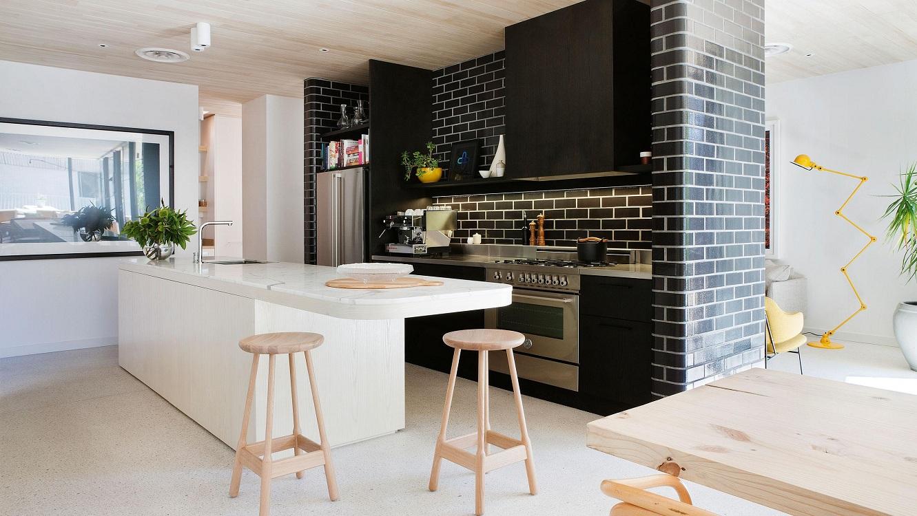 Кухня под кирпич темного цвета