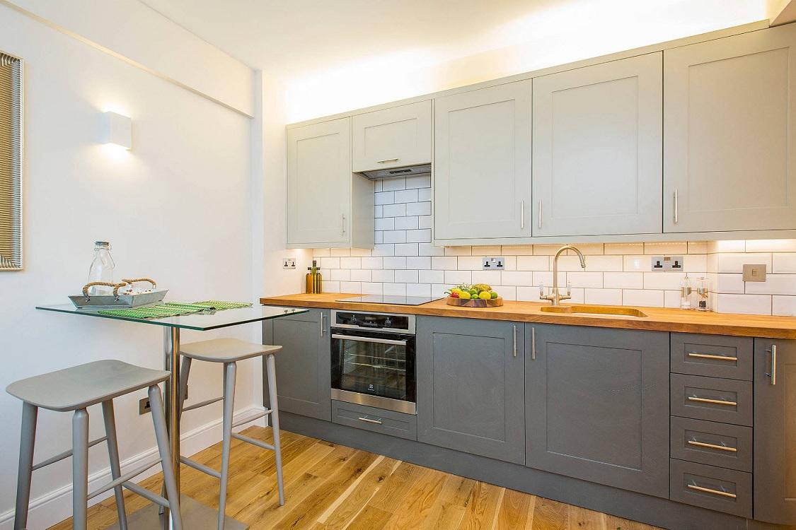 Линейная кухня 9 метров