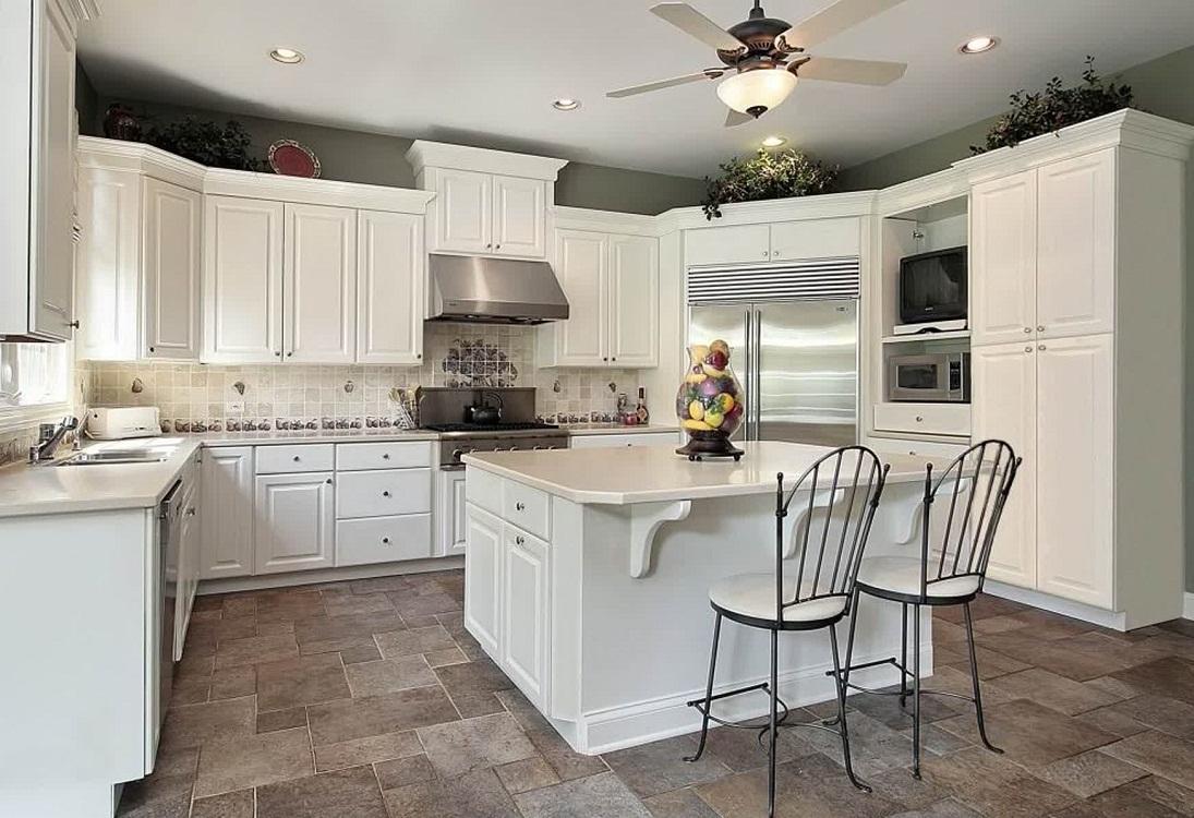 Матовые поверхности на белой кухне