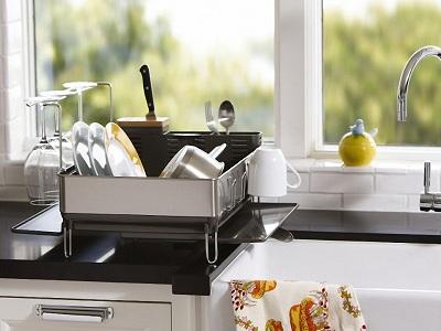 Настольная сушилка для посуды на кухне
