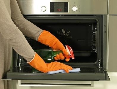 Очищение духовки уксусом