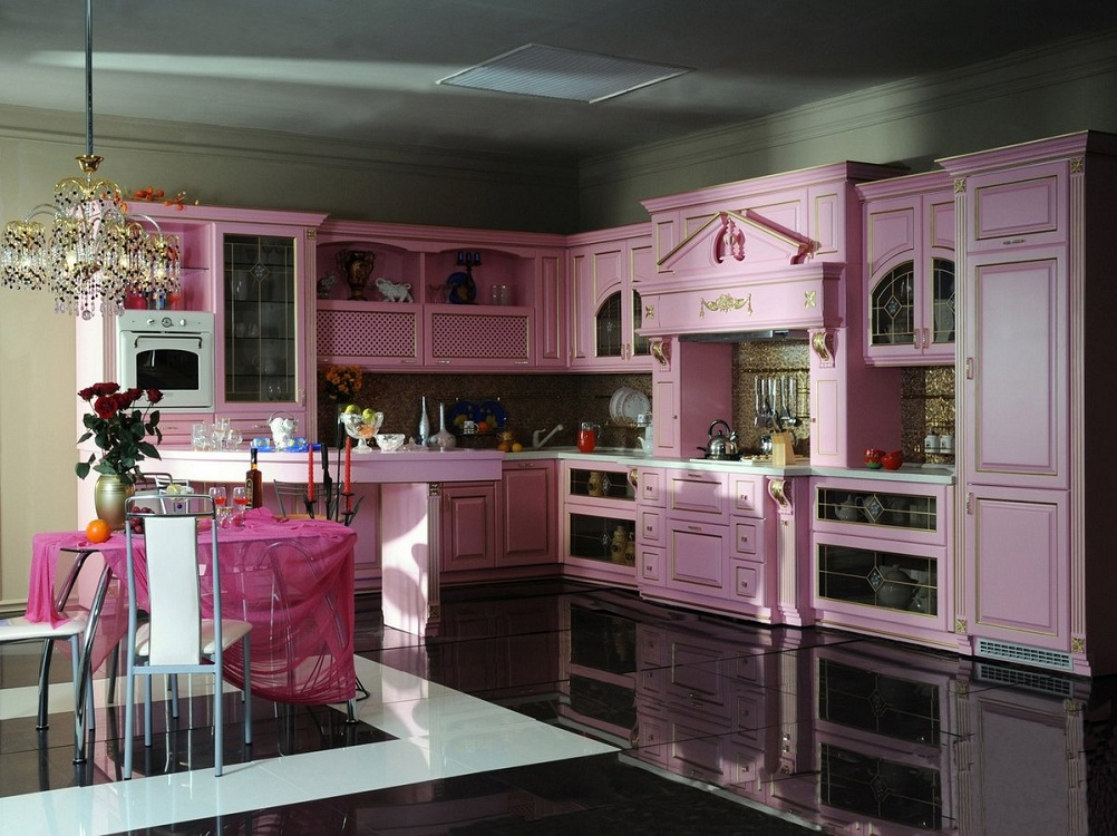 Оформление кухни в розовом цвете