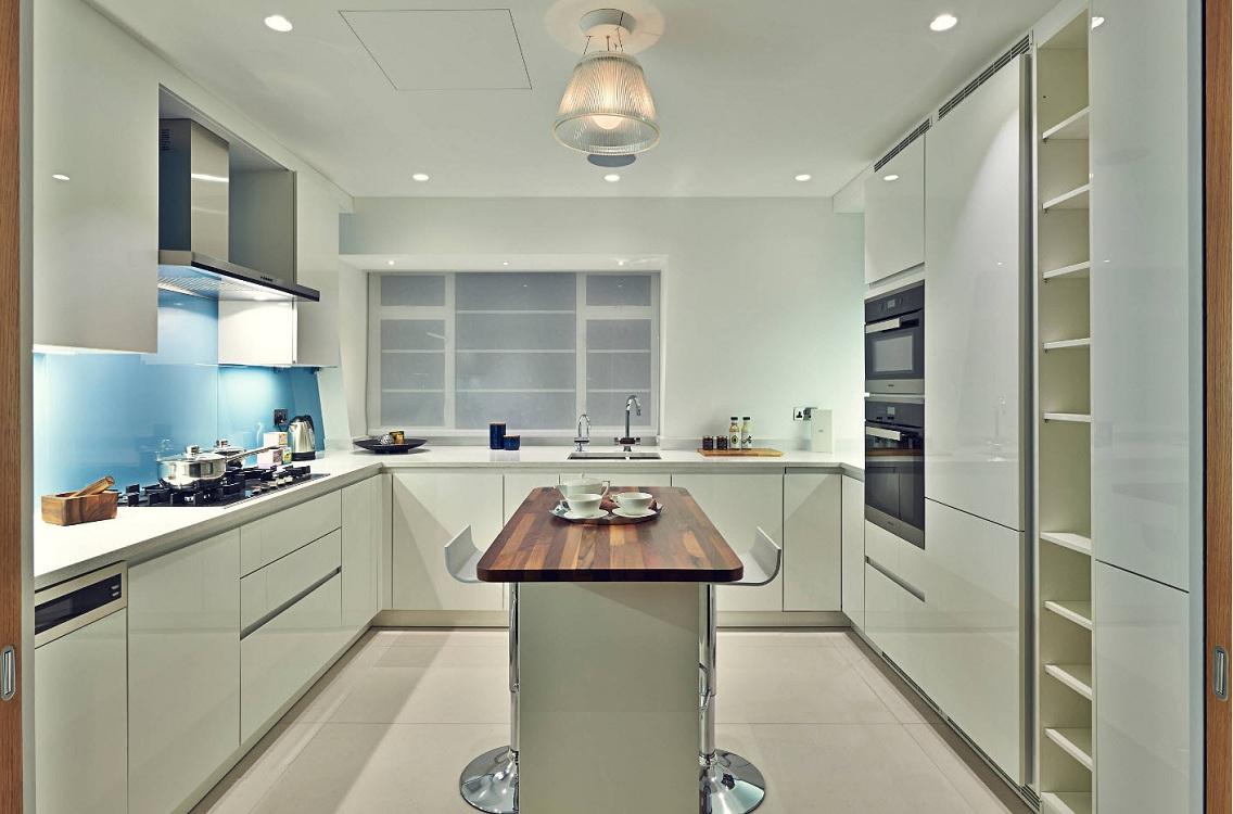 П-образная кухня с островом