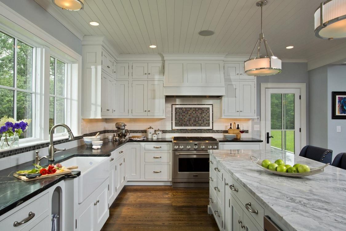 Потолок из реек для кухни