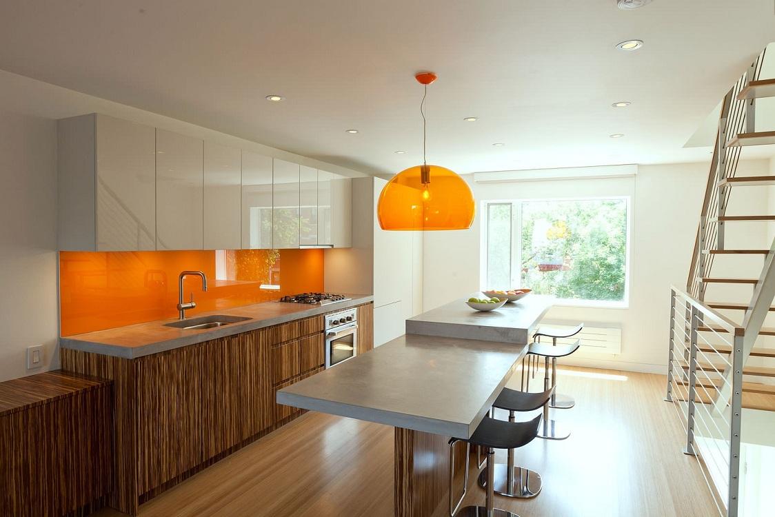 Потолок на кухне оранжевого цвета