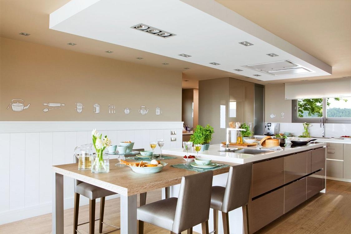 Потолок на кухне цвета капучино