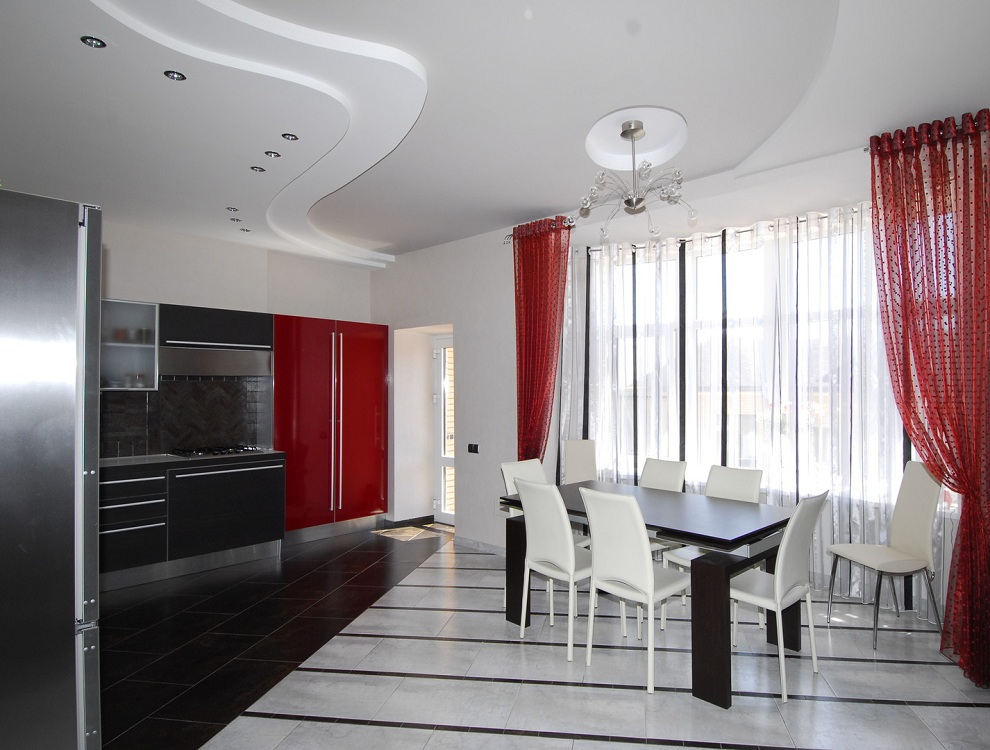 Шторы на черно-красной кухне