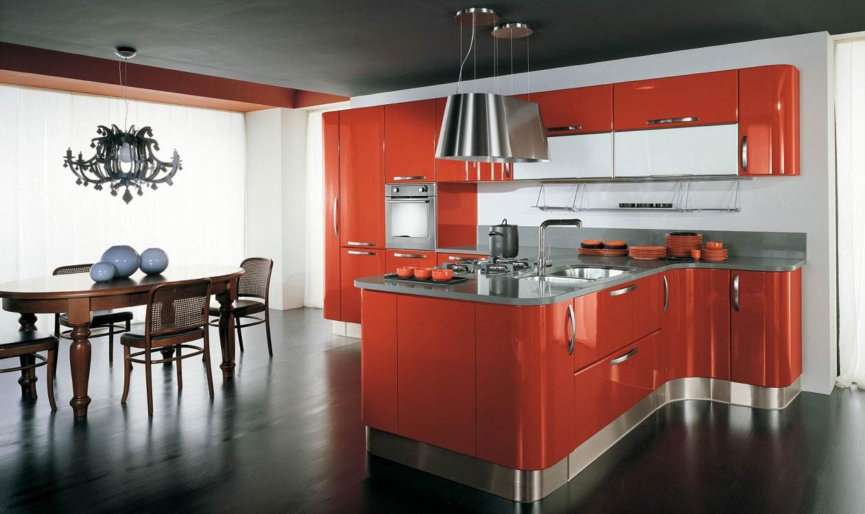 Шторы на оранжевой кухне