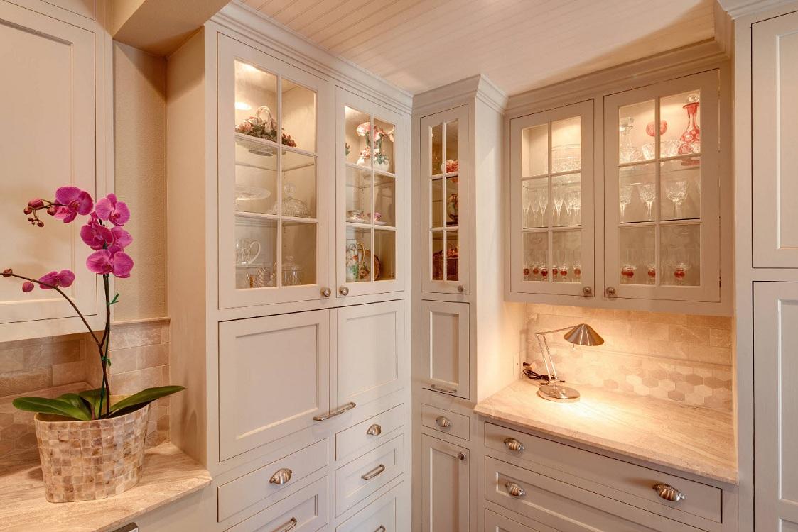 Угловой шкаф-пенал для кухни