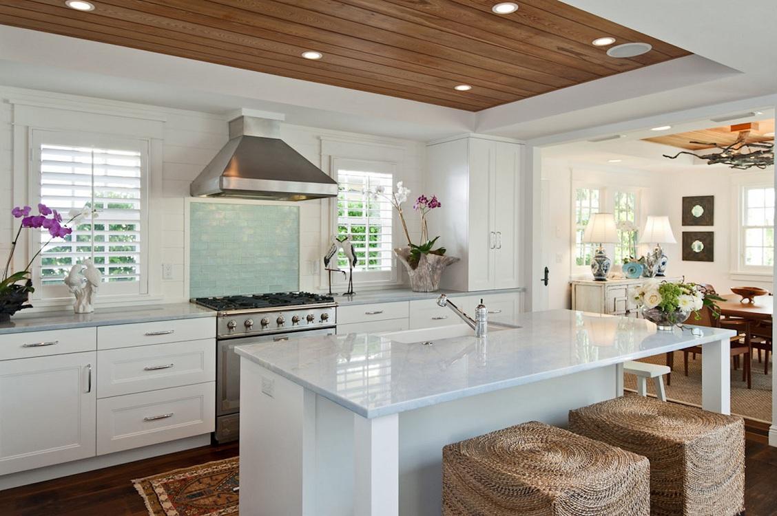 Виды потолков из реек для кухни