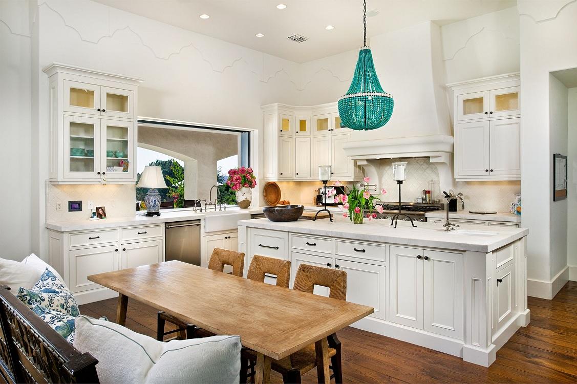 Выбор люстры в зависимости от размеров кухни