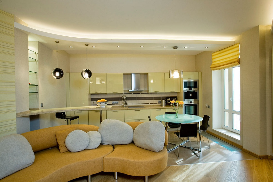 Желтая кухня-гостиная