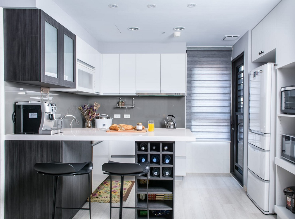 Холодильник на кухне 10 м