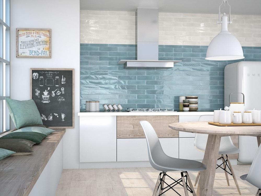 Настенная глянцевая плитка на кухне