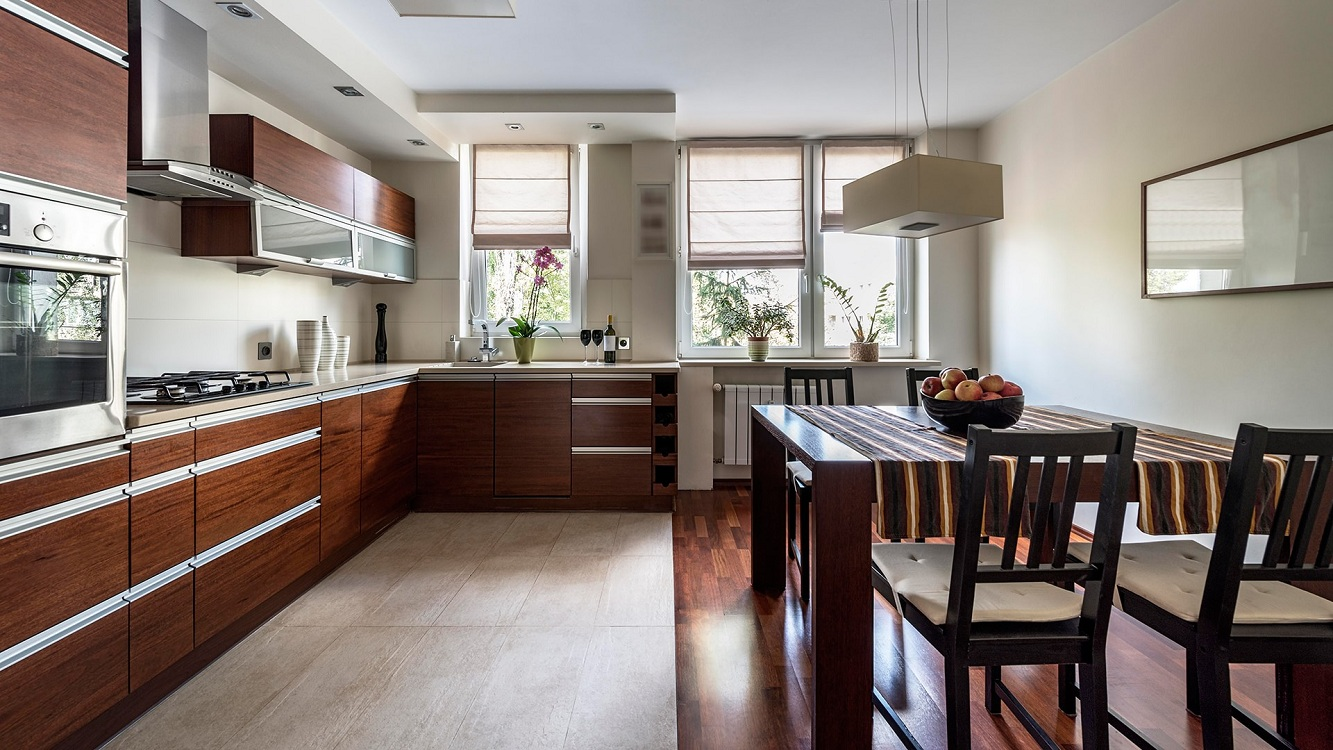 Плитка и паркетная доска на кухне