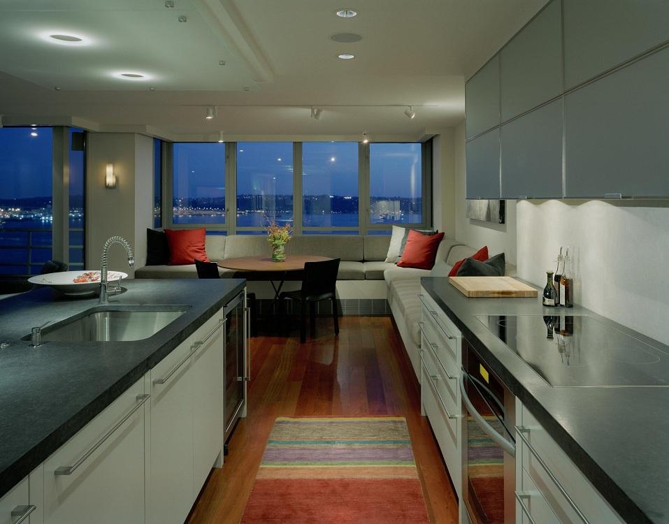 Нюансы объединения кухни с лоджией, плюсы и минусы, фото в интерьере