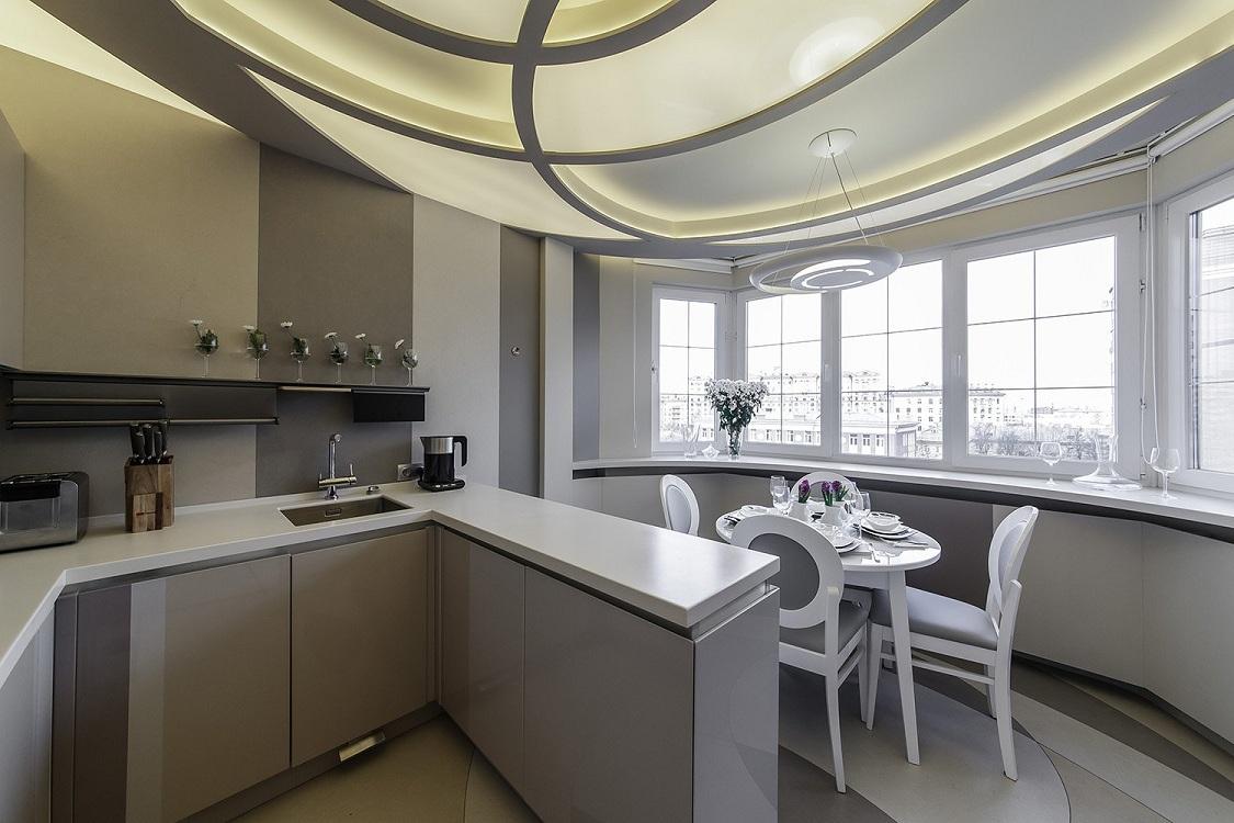 Столовая на лоджии, совмещенной с кухней