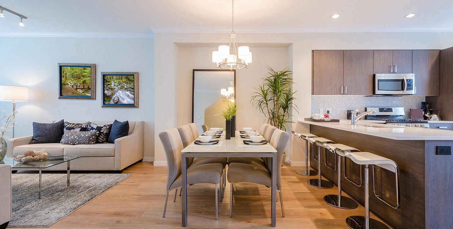 Обеденная зона на кухне-гостиной 28 м