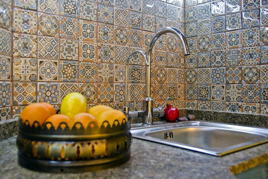 Оформление стен на кухне в марокканском стиле