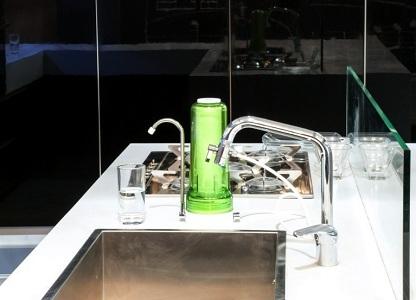Фильтрация воды рядом с мойкой
