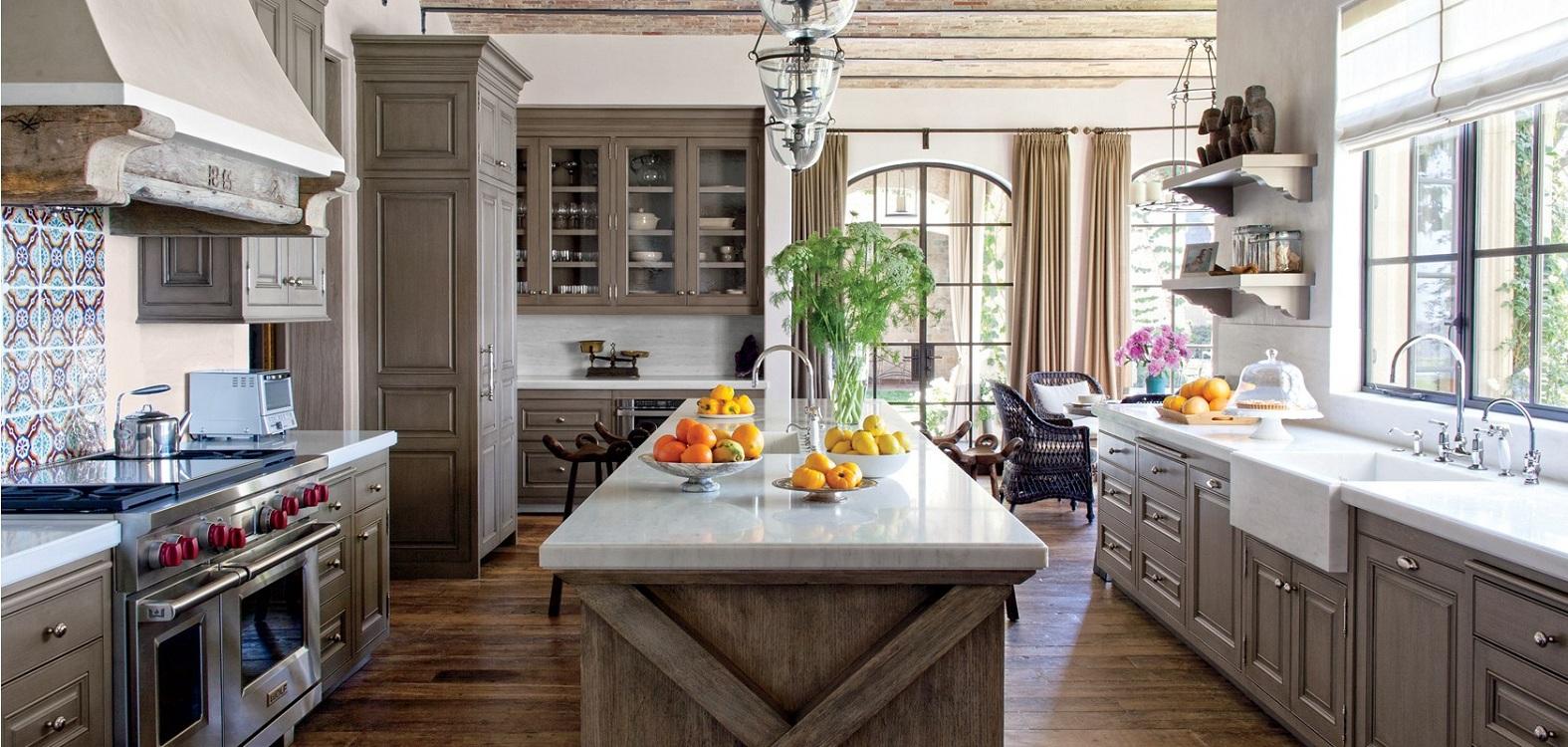 Мебель и освещение на кухне в американском стиле