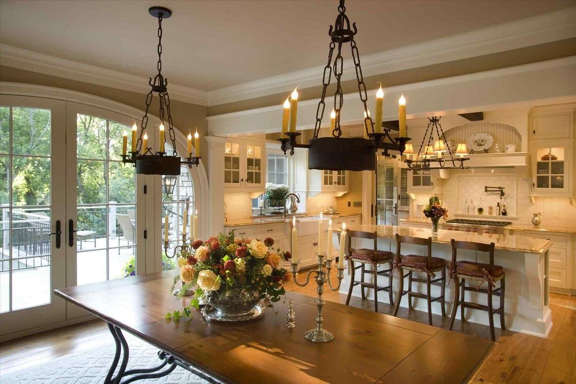 Интерьер кухни-столовой в частном доме