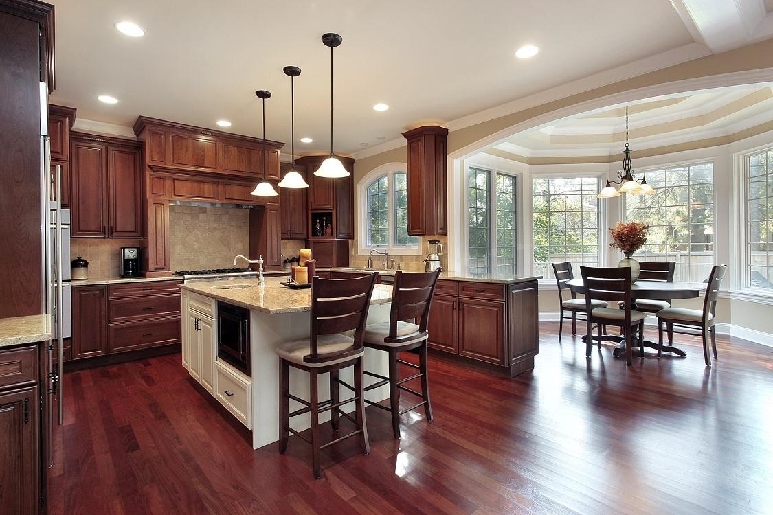 Освещение на кухне-столовой в частном доме