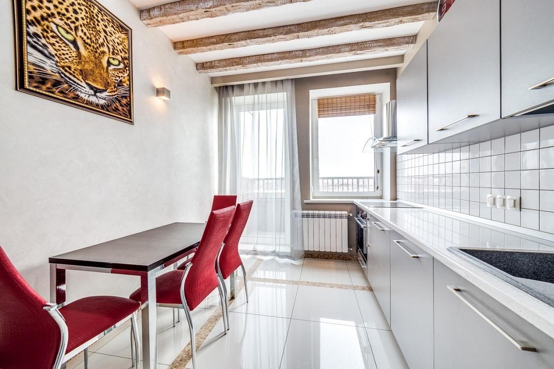 Тюль для кухни с балконной дверью