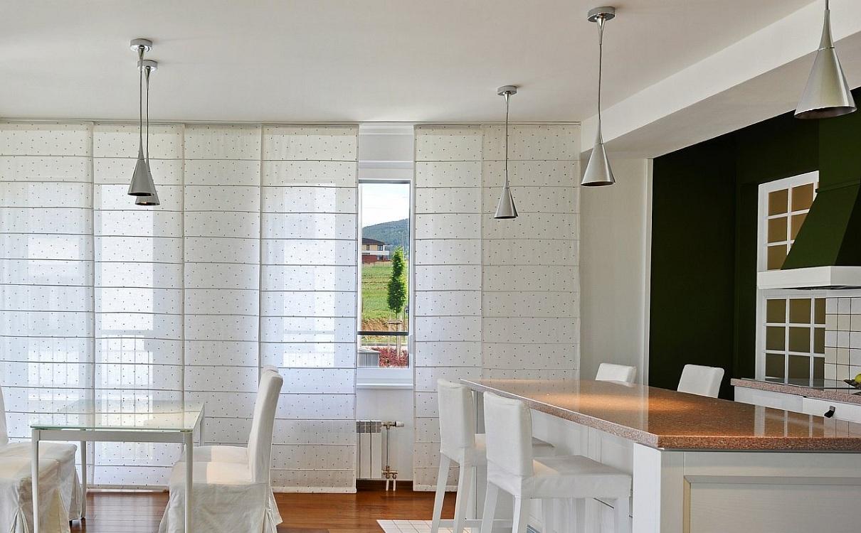 Японские шторы на кухню с балконом