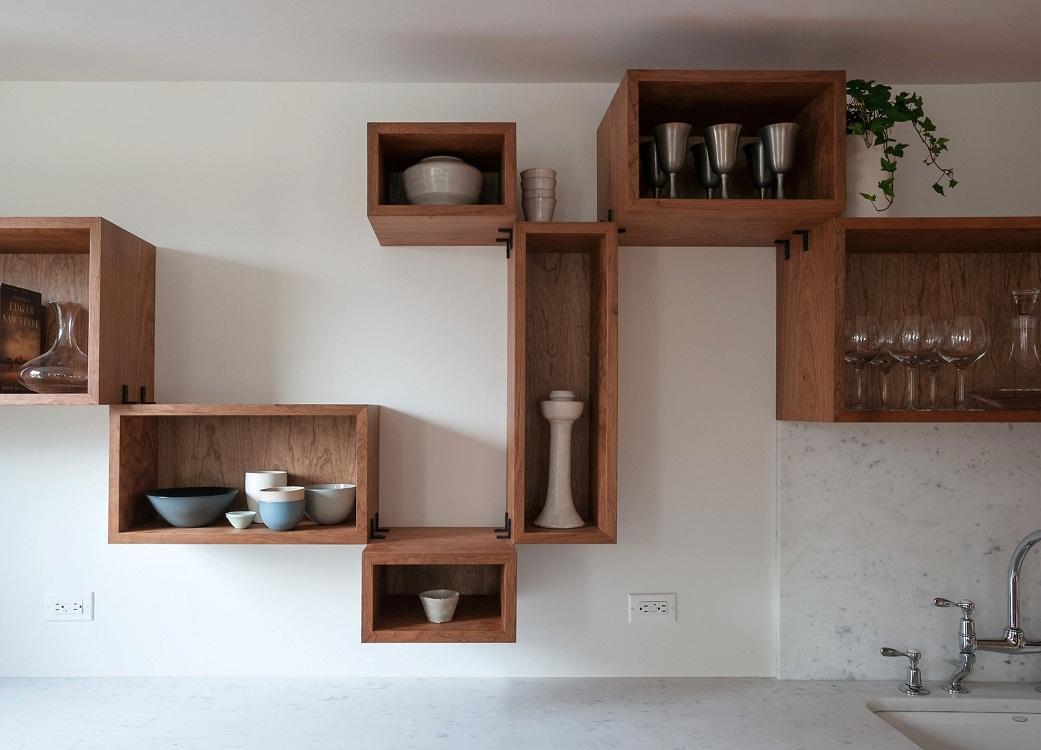 Декорационные навесные шкафы на кухне