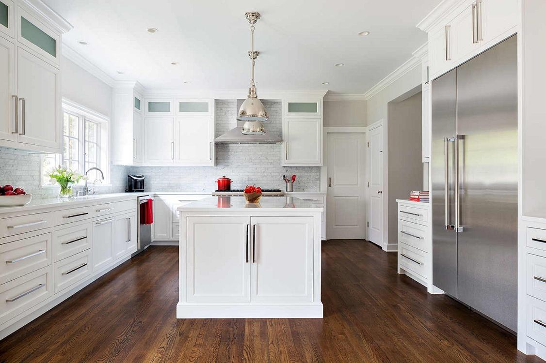 Плюсы и минусы использования дверей на кухне