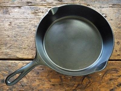 Покрытие чугунной сковороды