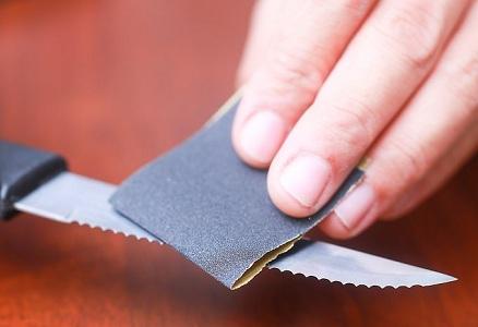 Заточка ножа наждачной бумагой