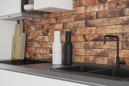 Фальш-панель из керамики на кухне